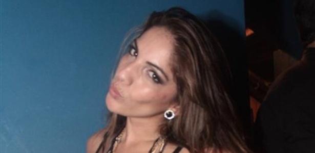 27.mar.2013 - Anamara posa para foto ao chegar na festa de encerramento do