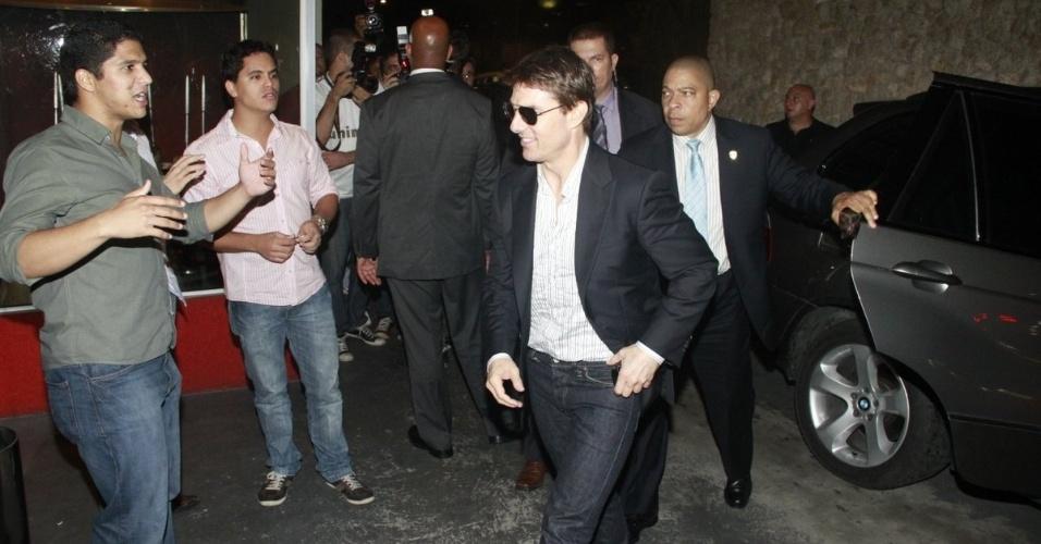 """27.mar.2013 - Tom Cruise janta na Churrascaria Fogo de Chão em Botafogo, Rio de Janeiro. O ator está no Brasil para divulgar seu longa de ficção científica """"Oblivion"""""""