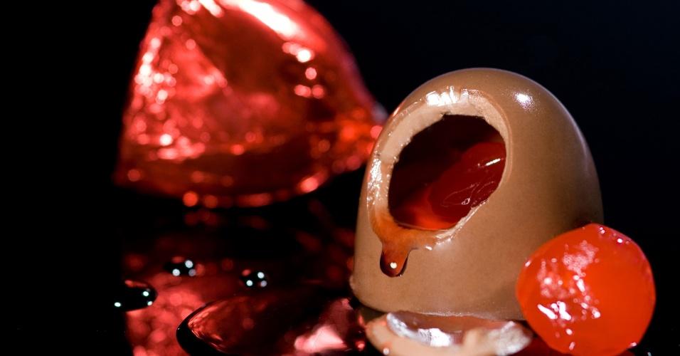 Bombom de chocolate ao leite recheado com licor Cherry Brand e cereja especial; da Ofner (www.ofner.com.br), por R$ 7,70 (unidade). Preço pesquisado em março de 2013 e sujeitos a alterações