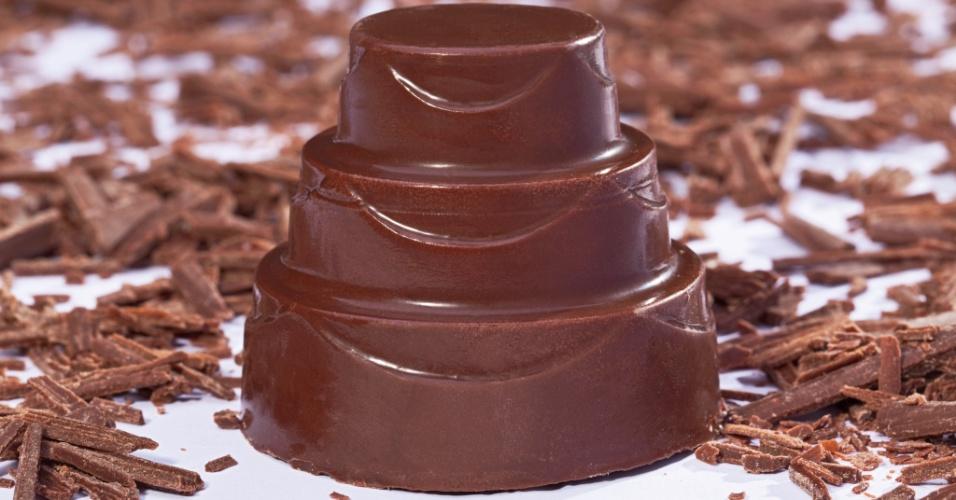 Bombom em formato de bolo recheado com marshmallow; da Qoy Chocolate Experience (www.qoy.com.br), por R$ 8,90 (unidade). Preço pesquisado em março de 2013 e sujeitos a alterações