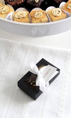 Caixa com dois mini brownies mistos; da Duo Pâtisserie (www.duopatisserie.com.br), por R$ 9,50 (caixa). Preço pesquisado em março de 2013 e sujeitos a alterações