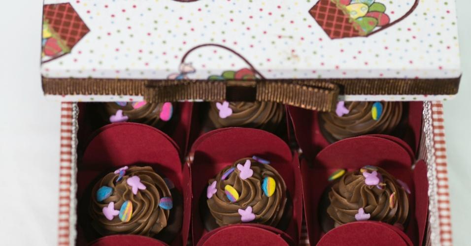 Caixa forrada com pomponettes de avelã; da Docinhos & Doçuras (www.docinhosedocuras.com.br), por R$ 60 (caixa). Preço pesquisado em março de 2013 e sujeitos a alterações