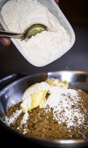 Junte a farinha de trigo
