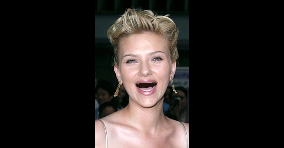 O Tumblr &#39;Actresses Without Teeth&#39; (atrizes sem dentes) re&#250;ne fotos de atrizes que tiveram os dentes retirados com editores de imagens. Na foto, Scarlett Johansson