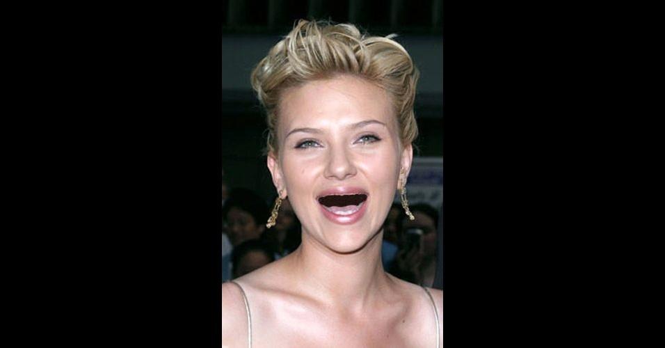 O Tumblr 'Actresses Without Teeth' (atrizes sem dentes) reúne fotos de atrizes que tiveram os dentes retirados com editores de imagens. Na foto, Scarlett Johansson