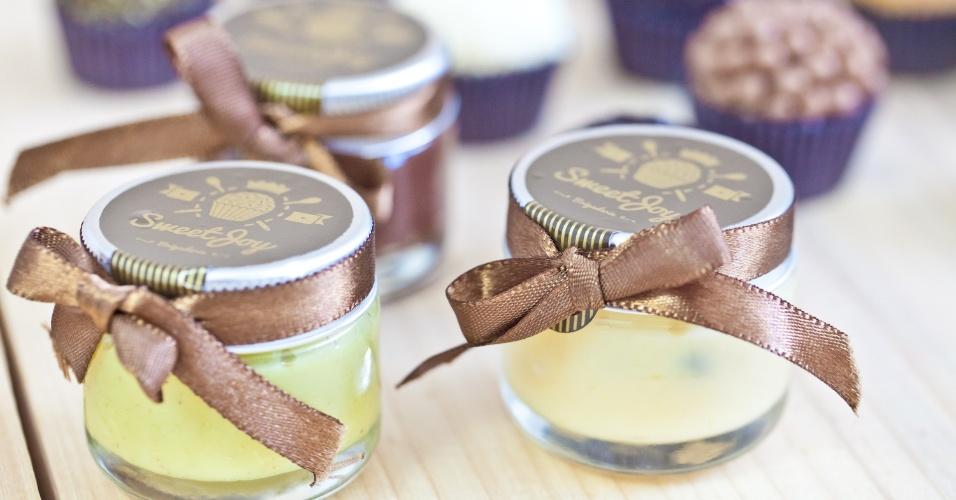 Potinho com diversas opções de brigadeiro; da Sweet Joy Brigaderia (www.sweetjoy.com.br), por R$ 6,25 (unidade), a partir de 50. Preço pesquisado em março de 2013 e sujeitos a alterações