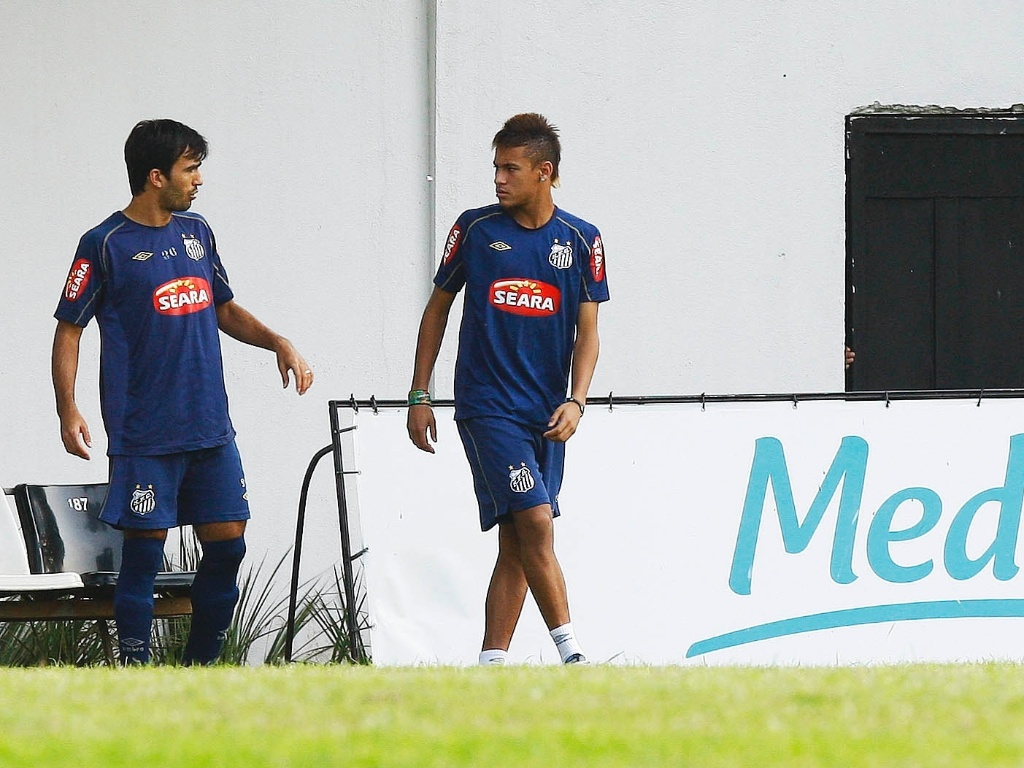 Roberto Brum e Neymar em treinamento do Santos, em 2010