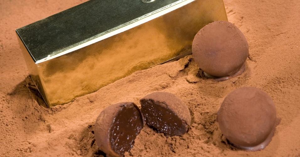 Três trufas de creme de chocolate especial, cobertura de chocolate ao leite polvilhado com chocolate amargo; da Ofner (www.ofner.com.br), por R$ 14,40. Preço pesquisado em março de 2013 e sujeitos a alterações