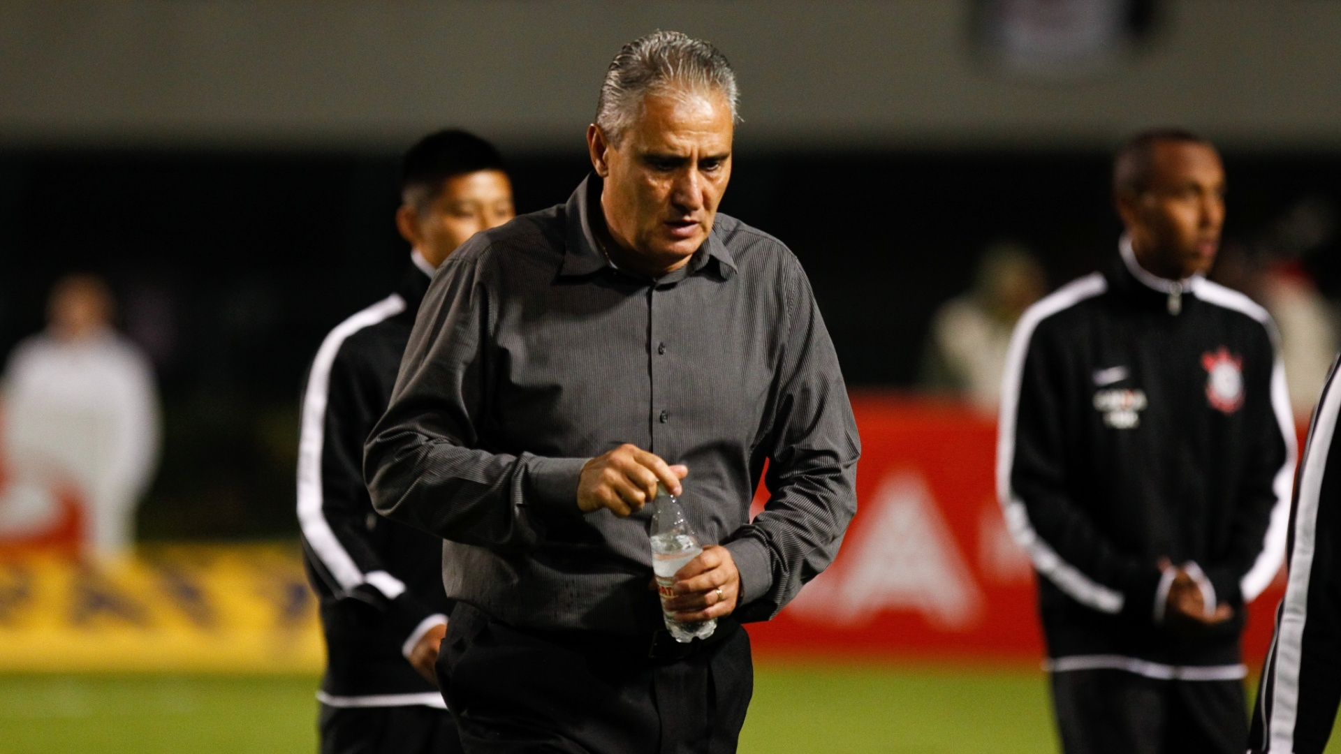 28/03/2013 - Tite em ao pelo Corinthians no empate por 1 a 1 contra o Penapolense