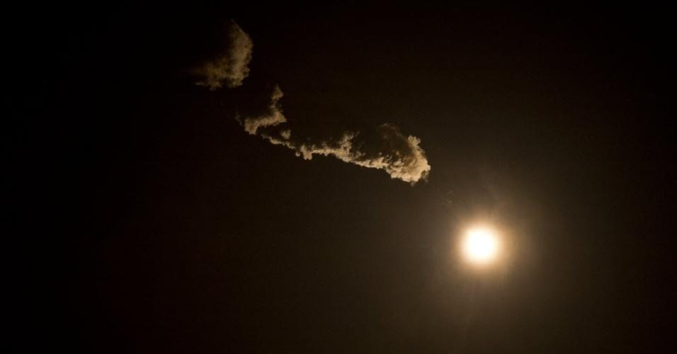 28.mar.2013 - A nave russa Soyuz é lançada com sucesso, por volta das 17h45 (fuso horário de Brasília), da plataforma do cosmódromo de Baikonur, no Cazaquistão. Pela primeira vez, o voo até a Estação Espacial Internacional (ISS, na sigla em inglês) será feito em apenas seis horas, e não mais em dois dias, o que permitirá que a nave russa atraque na ISS no mesmo dia em que deixou a Terra