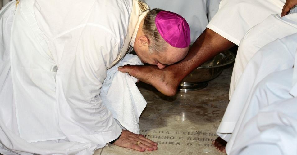 28.mar.2013 - Arcebispo de Salvador (BA), Dom Murilo Krieger, celebra missa de Lava Pés na noite desta quinta-feira, na capital baiana