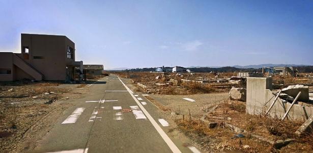 Em imagem do serviço Street View, do Google, o bairro de Ukedo, na cidade japonesa de Namie, a cerca de 80 km de Fukushima, tem ruas desertas e construções destruídas, consequência do tsunami de 2011