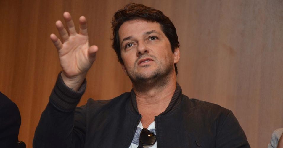 """28.mar.2013 - Marcelo Serrado participa de entrevista coletiva sobre a peça """"Rain Man"""", em São Paulo"""