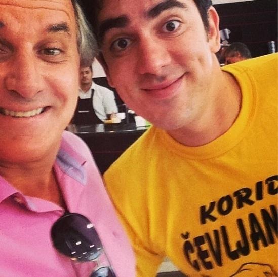 28.mar.2013 - Otavio Mesquita brinca com Marcelo Adnet