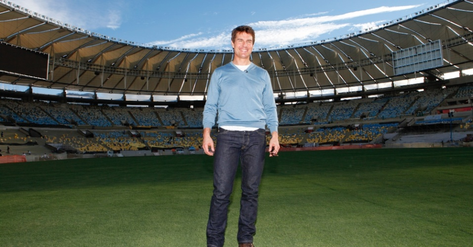 28.mar.2013 - Tom Cruise visitou o estádio do Maracanã, na zona norte do Rio