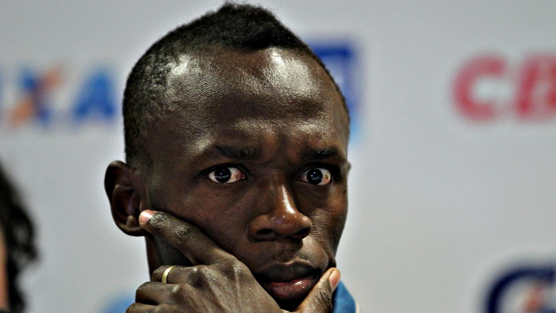 28.mar.2013 - Usain Bolt faz pose para câmera durante coletiva de imprensa no Rio de Janeiro
