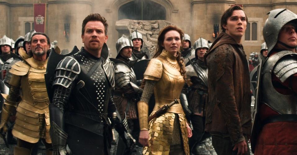 """Ewan McGregor, Eleanor Tomlinson e Nicholas Hoult em cena de """"Jack: O Caçador de Gigantes"""", de Bryan Singer"""