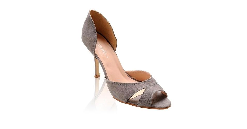 Sapato cinza peep toe com salto médio; R$ 189,99, na Shoes4You (www.shoes4you.com.br). Preço pesquisado em março de 2013 e sujeito a alterações