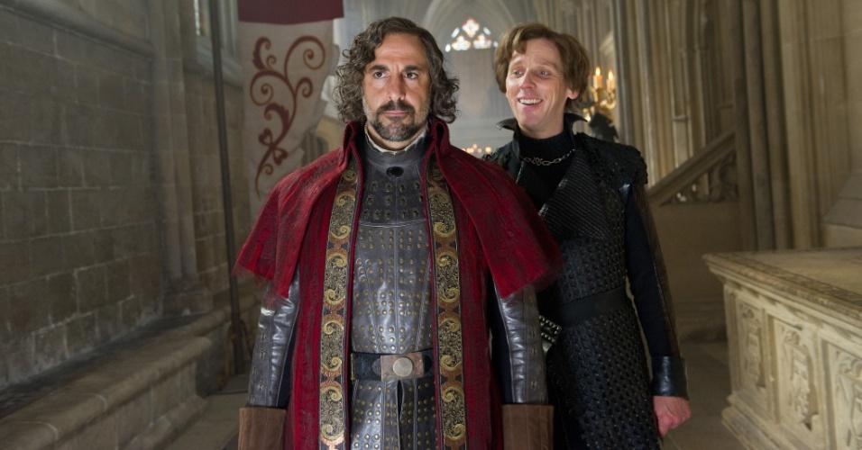 "Stanley Tucci e Ewen Bremner em cena de ""Jack: O Caçador de Gigantes"", de Bryan Singer"