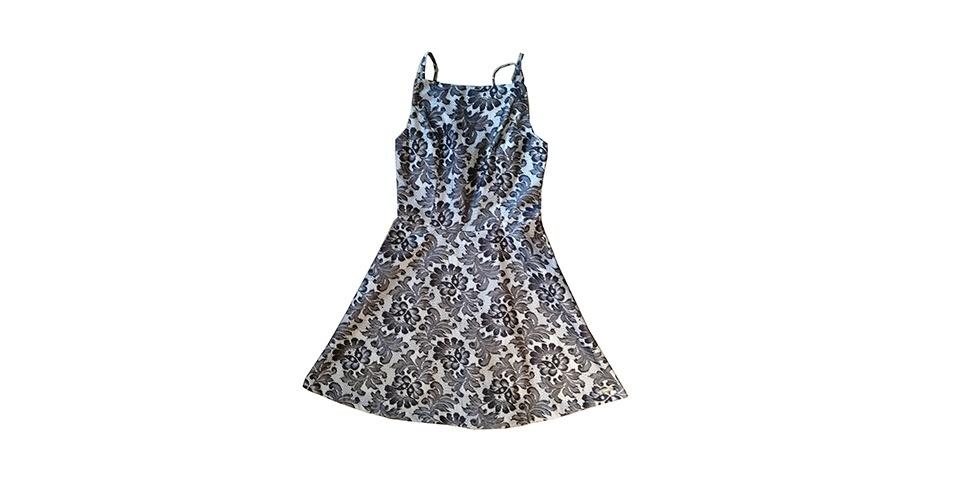 Vestido com estampa floral em preto e branco; R$ 330, na Vicinal (www.vicinal.com.br). Preço pesquisado em março de 2013 e sujeito a alterações