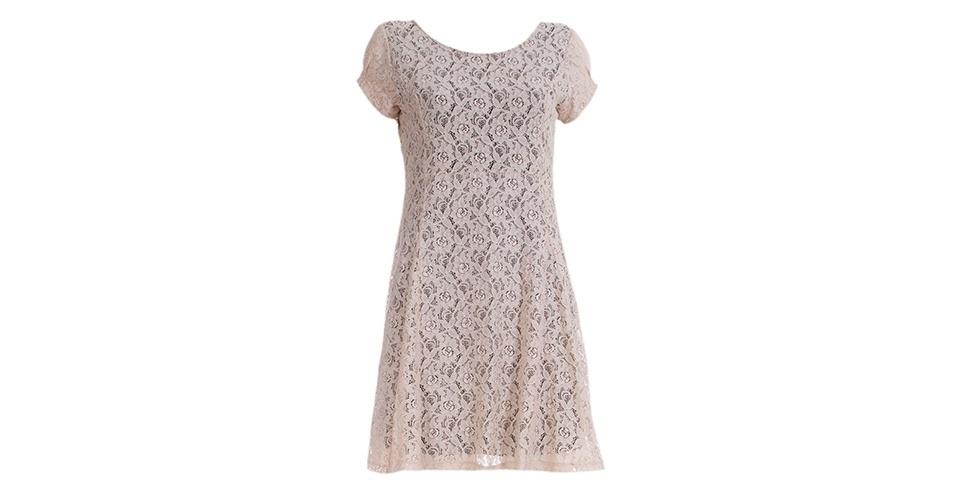 Vestido de renda branca com mangas curtas; R$ 441, da Daniela Mabe, na Farfetch (www.farfetch.com.br). Preço pesquisado em março de 2013 e sujeito a alterações