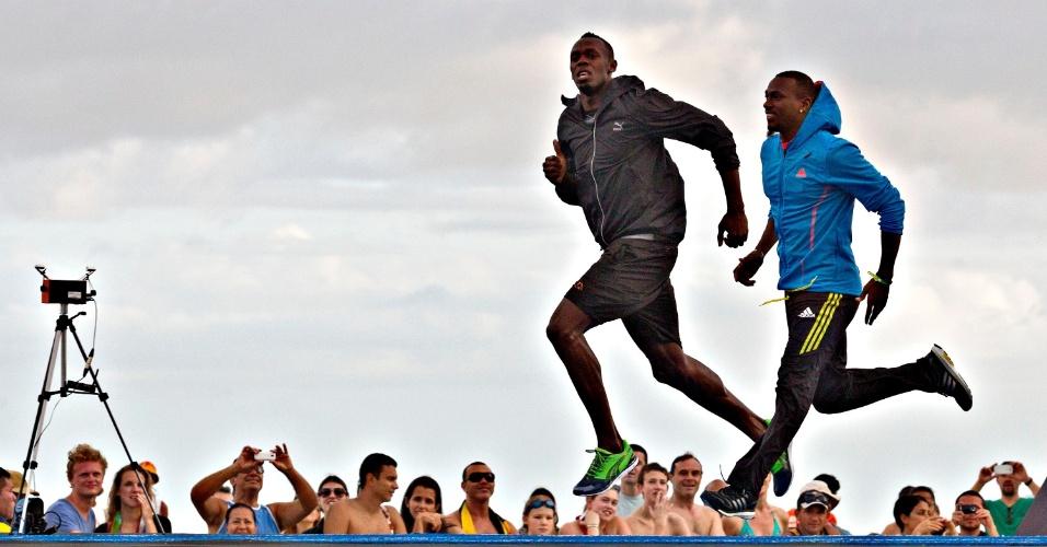29.03.2013 - O velocista jamaicano Usain Bolt treinou nesta sexta-feira na Praia de Copacabana