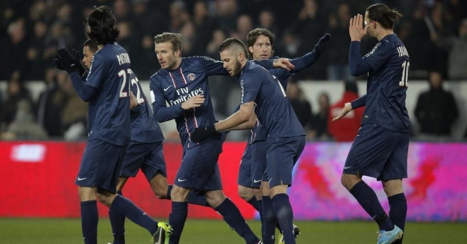 29.mar.2013 - David Beckham e Ibrahimovic comemora com os companheiros gol do PSG contra o Montpellier pelo Campeonato Francês