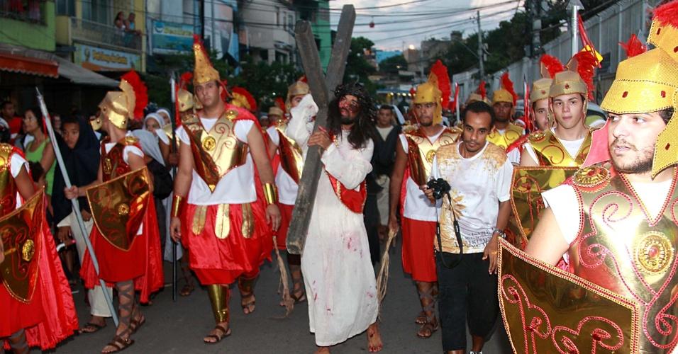 29.mar.2013 - Encenação da Paixão de Cristo é realizada no Complexo do Alemão, no Rio de Janeiro (RJ), nesta Sexta-Feira Santa
