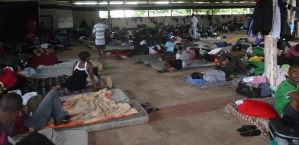 Imigrantes haitianos estão concentrados num galpão na cidade de Brasiléia (AC), fronteira do Brasil com a Bolívia, e vivendo em condições precárias, segundo a Igreja Católica em Rondônia informou em relatório