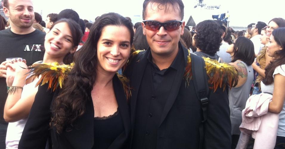 """29.mar.2013 - O casal de engenheiros Romero e Josany Vianna, de Belém, conheceu-se ao som de """"Mr. Brightside"""", música do The Killers, e veio a São Paulo prestigiar o primeiro show da banda de suas vidas."""