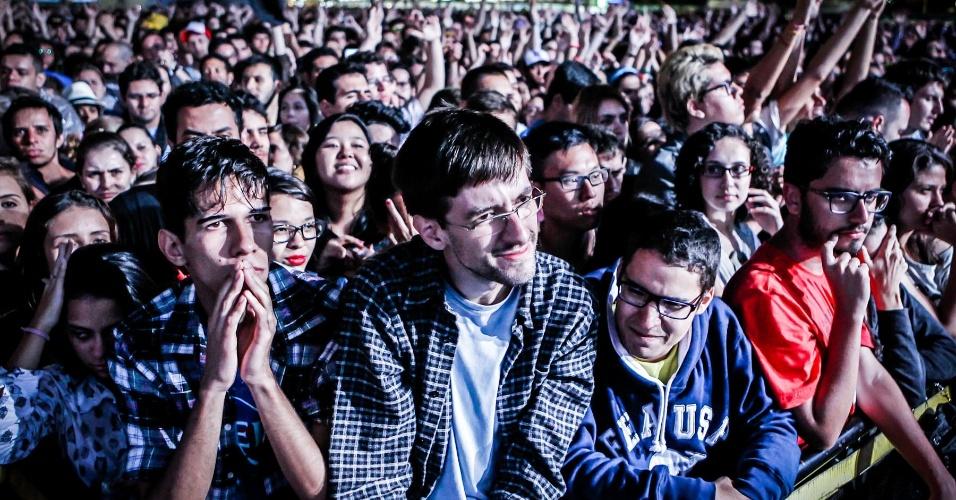 29.mar.2013 - Público acompanha show do Flaming Lips, que se apresenta no palco Cidade Jardim no primeiro dia do festival Lollapalooza 2013