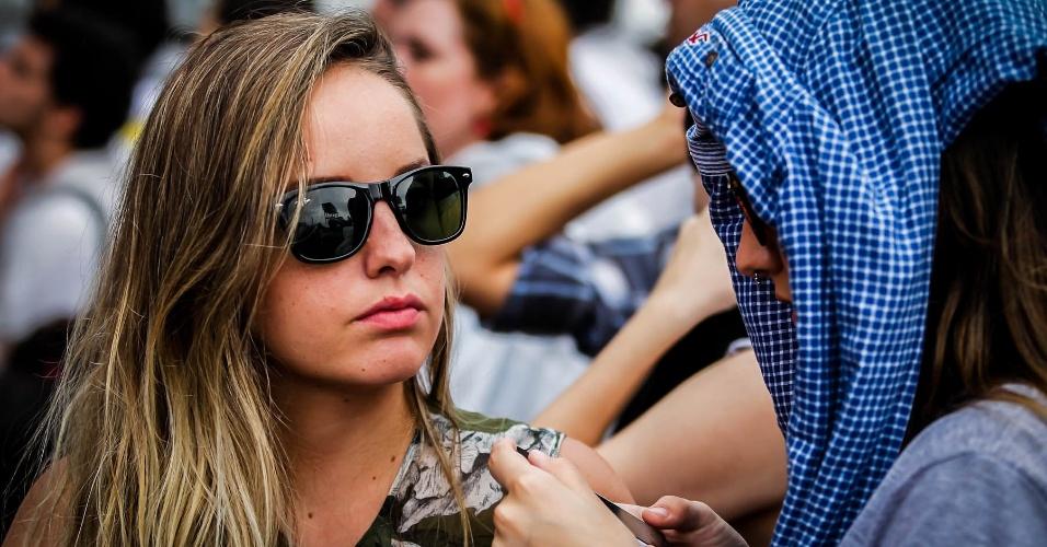 29.mar.2013 - Público aguarda show do The Temper Trap no primeiro dia de Lollapalooza Brasl 2013
