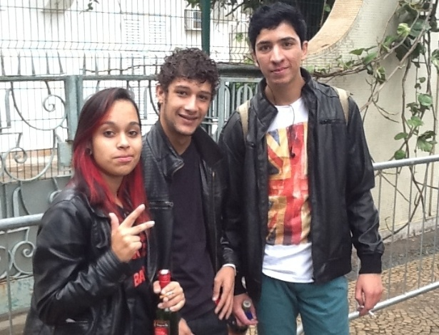 29.mar.2013: Raycia Lima (à esq.) e os amigos saíram de Guarulhos, na Grande São Paulo, às 4h