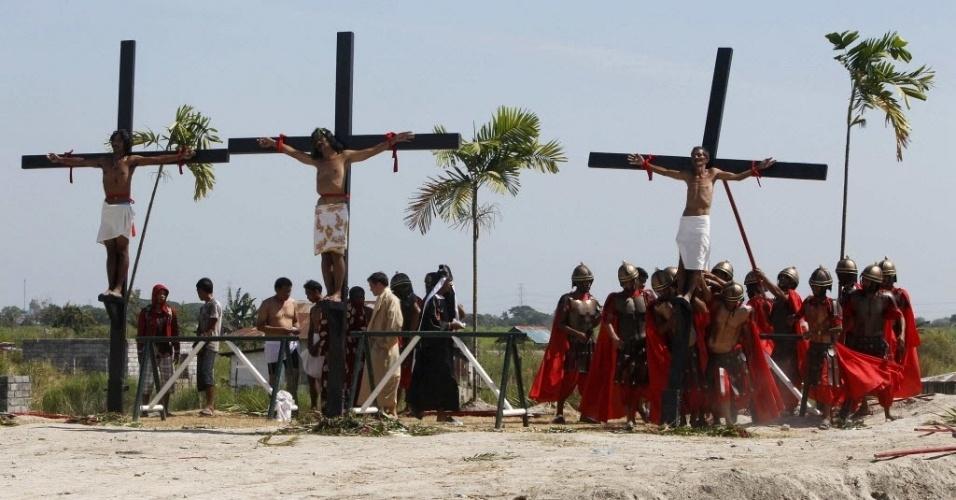 Fiéis encenam a crucificação de Jesus nesta Sexta-Feira Santa, em Manila (Filipinas)