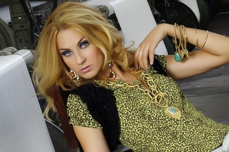 Kárila Figueiredo quer representar o Ceará no Belas da Torcida 2013