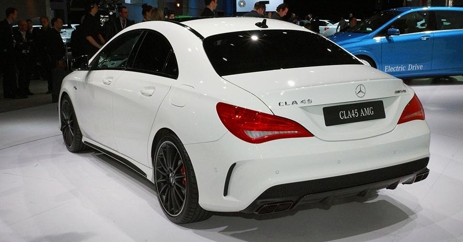 Cla 45 amg em ny fotos uol carros for Mercedes benz cla 500