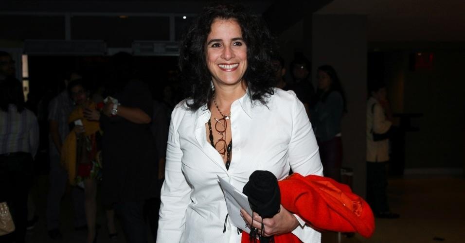 30.mar.2013 - A atriz Lucia Veríssimo prestigia o show da cantora Maria Bethânia no HSBC Brasil, na zona sul de São Paulo