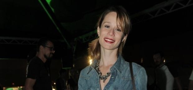 30.mar.2013 - A atriz Mariana Ximenes vai ao festival Lollapalooza Brasil 2013 para o segundo dia de shows