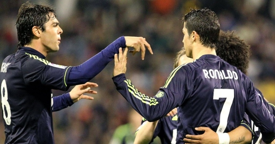 30.mar.2013 - Kak e Cristiano Ronaldo comemoram o gol do Real Madrid no empate por 1 a 1 com o Zaragoza
