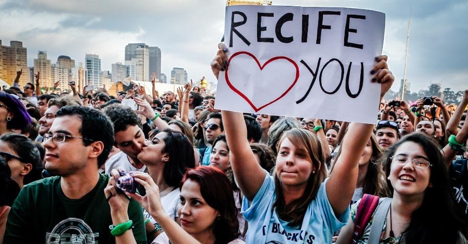 30.mar.2013 - Público vibra durante o show do Franz Ferdinand