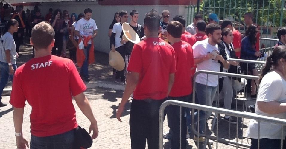 30.mar.2013: Portões do Jockey Club abrem às 11h47 do segundo dia