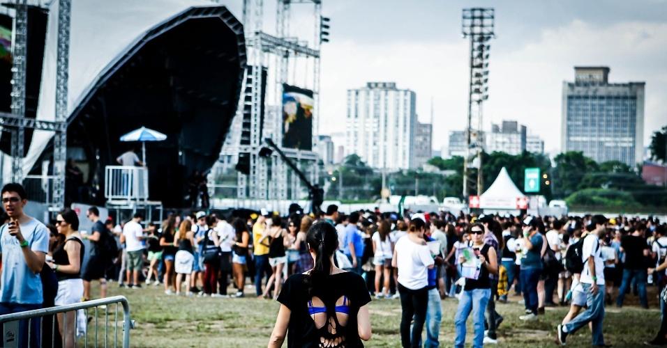 30.mar.2013: Público aguarda show do palco Cidade Jardim