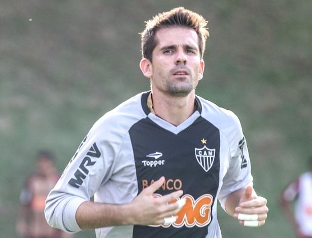 Goleiro Victor, do Atlético-MG, durante treino na Cidade do Galo (26/3/2013)