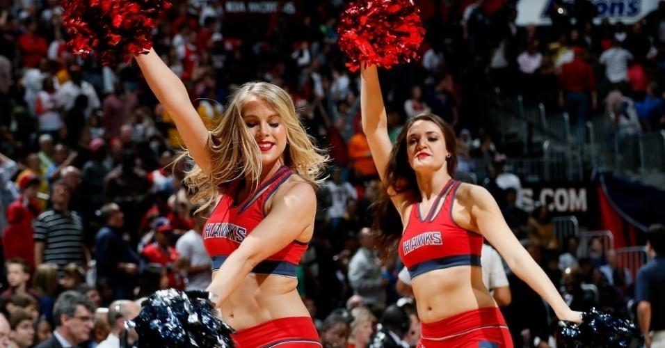 30.mar.2013 - Dançarinas do Atlanta Hawks mostram sua beleza durante intervalo da partida contra o Orlando Magic