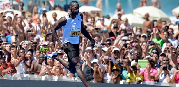 31.mar.2013 - Bolt vence desafio de 150m no Rio de Janeiro, mas sem bater recorde