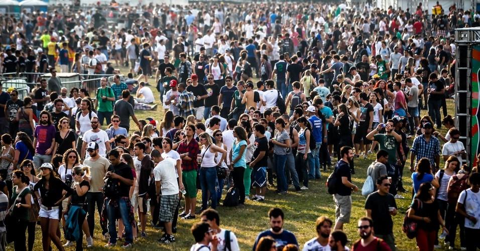 31.mar.2013 - Imagem do movimento durante o terceiro e último dia do Lollapalooza Brasil