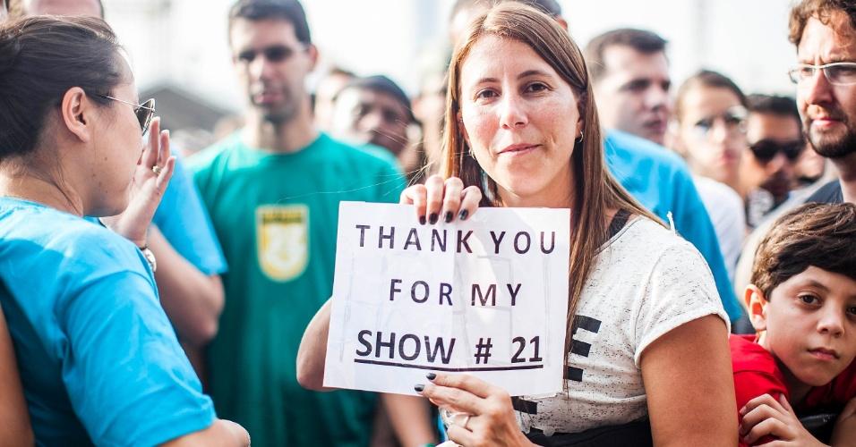 "31.mar.2013 - Juliana Scherz aguarda para ver o Pearl Jam,pela 21o  vez, no Lollapalooza. A carioca quer ouvir ""Leash"", música que integra o álbum ""VS"" da banda"
