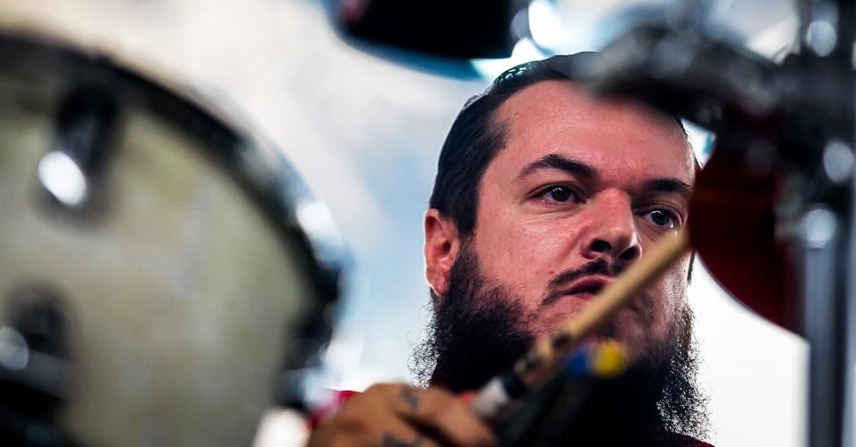 31.mar.2013 - Mix Hell se apresenta no palco Perry no terceiro e último dia do Lollapalooza Brasil 2013