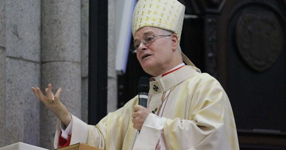 31.mar.2013 - O arcebispo de São Paulo, dom Odilo Scherer, celebra missa de Páscoa na catedral da Sé, centro de São Paulo, na manhã deste domingo (31)