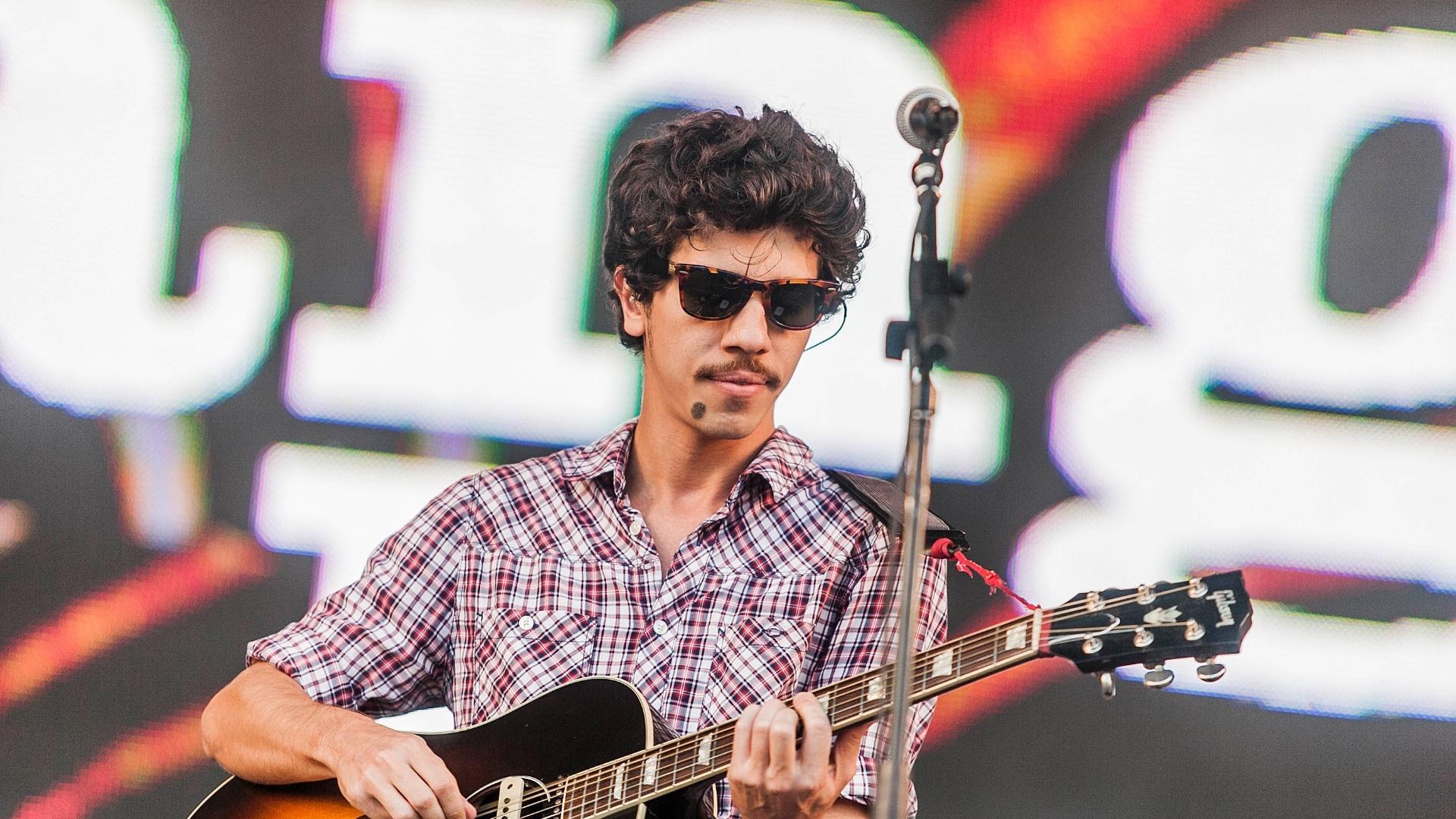 31.mar.2013 - O Vanguart se apresenta no palco alternativo no terceiro e último dia do Lollapalooza Brasil 2013